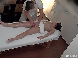brunette txxx massage